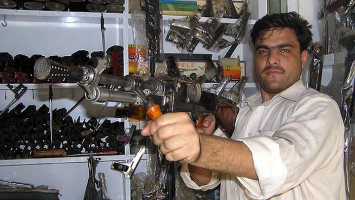 Eine Kalaschnikow in Handarbeit
