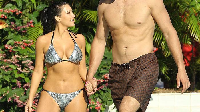 Take a Stroll... with Rob Delaney - I Am Suing Kim Kardashian