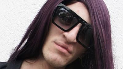 Deze Intertoys-medewerker kleedt zich als Lady Gaga