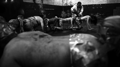 The Human Centipede 2: wat een echte dokter erover te zeggen heeft