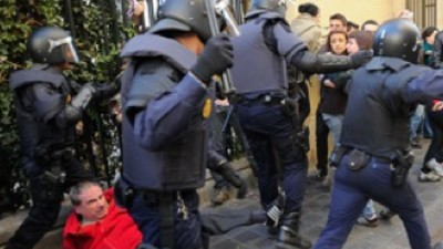 The Police Are Fighting Schoolkids in Valencia