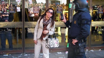 Huelga general: Piquete primaveral en El Corte Inglés de BCN