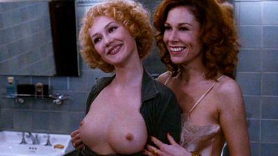 De beste redenen om de blote borsten van Carice van Houten te publiceren zijn de blote borsten van Carice van Houten zelf