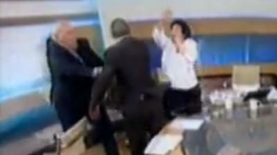 Wenn griechische Faschos Frauen im TV verprügeln