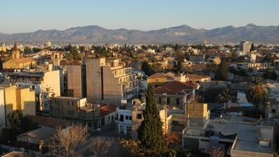 Cum s-o arzi româneşte în Cipru