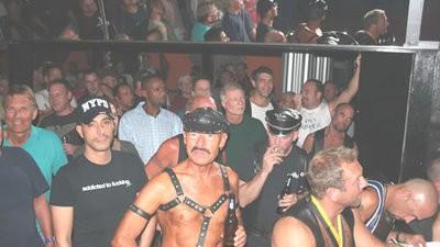 La guía VICE para heteros de cómo comportarse en bares de ambiente