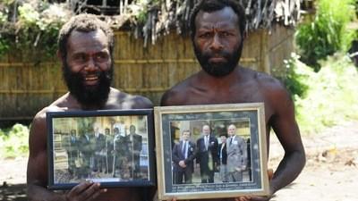 A Ilha no Pacífico Onde o Príncipe Philip e Seu Irmão Negro São Deuses