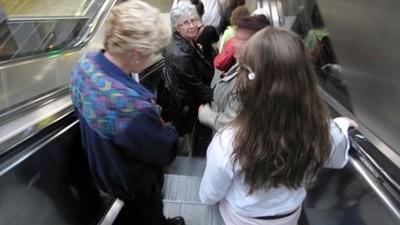 Ik zat in de trein bij dagjesmensen die naar Amsterdam gingen en heb ze ongegeneerd geobserveerd
