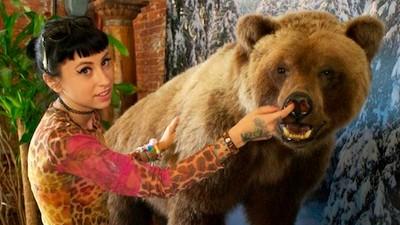 Tuvimos una cita con Kreayshawn y un oso disecado