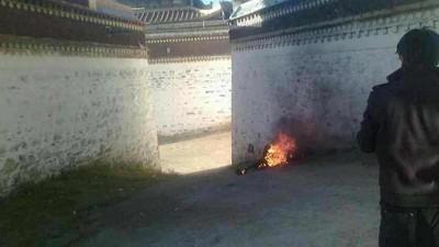 China betaalt Tibetanen om te voorkomen dat ze zichzelf in de fik steken
