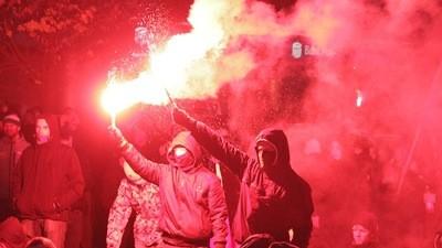 Randalierende Faschisten am polnischen Unabhängigkeitstag