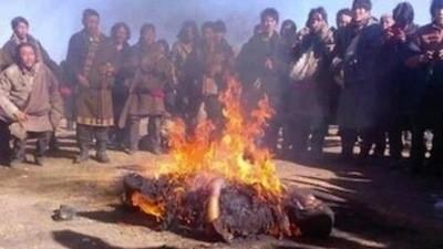 La Chine veut payer les Tibétains pour qu'ils ne s'immolent pas par le feu