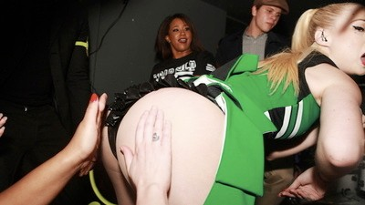 Last Week on Noisey: Iggy Azalea Got Her Butt Out