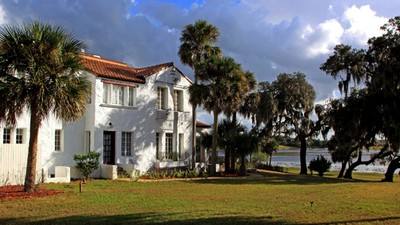 This Florida Cracker Lives in the Old bin Laden Mansion
