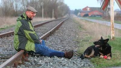El gobierno alemán quiere que este hombre deje de tirarse a su perrita