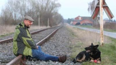 El Gobierno alemán quiere que este tío deje de follarse a su perra