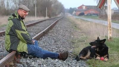 De Duitse overheid wil verbieden dat deze gast zijn hond paalt
