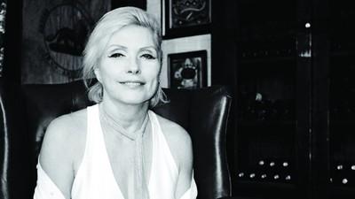 Le platicamos a Debbie Harry sobre las Sales De Baño