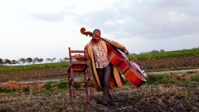 De Groningse Surinaamse streektaalzanger Arnold Veeman ging op zoek naar zijn muzikale roots