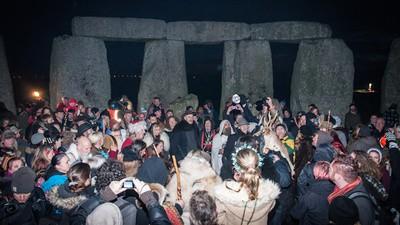 Fin du monde 2012 : les hippies de Stonehenge ont survécu