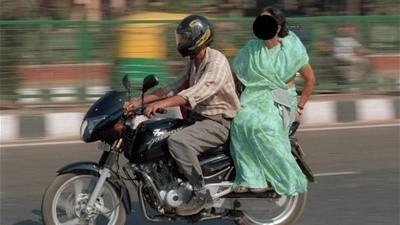 Interdiction aux femmes indonésiennes de chevaucher une moto