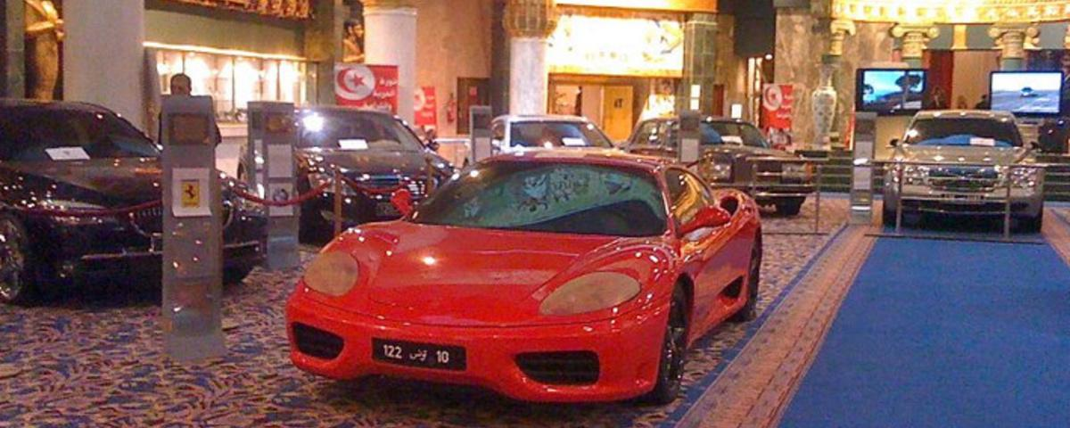De voormalige president van Tunesië verkoopt zijn Ferrari's, Lamborghini's en Dolce & Gabbana-pakken