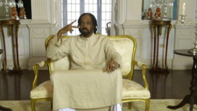 Bekijk nu 'Here Comes The King', de nieuwste video van Snoop Lion