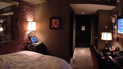 A Weird Hotel Room in Houston Is Freaking Reddit Out