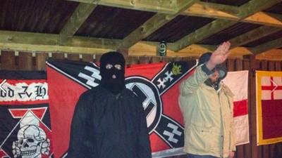 De Engelse nazipunkscene is op salueren na dood