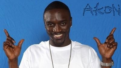 La pagina Wikipedia di Akon è fantastica
