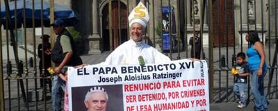 En México una mujer manda a chingar a su madre al clero