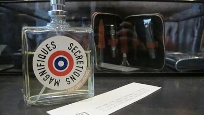 Ce se întâmplă când porți parfum cu miros de spermă