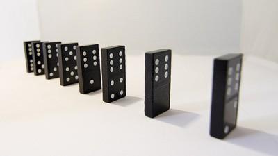 Steck dir keine Dominosteine in den Schwanz