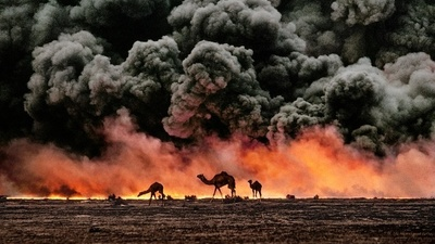 Steve McCurry va in posti tremendi e torna con foto incredibili
