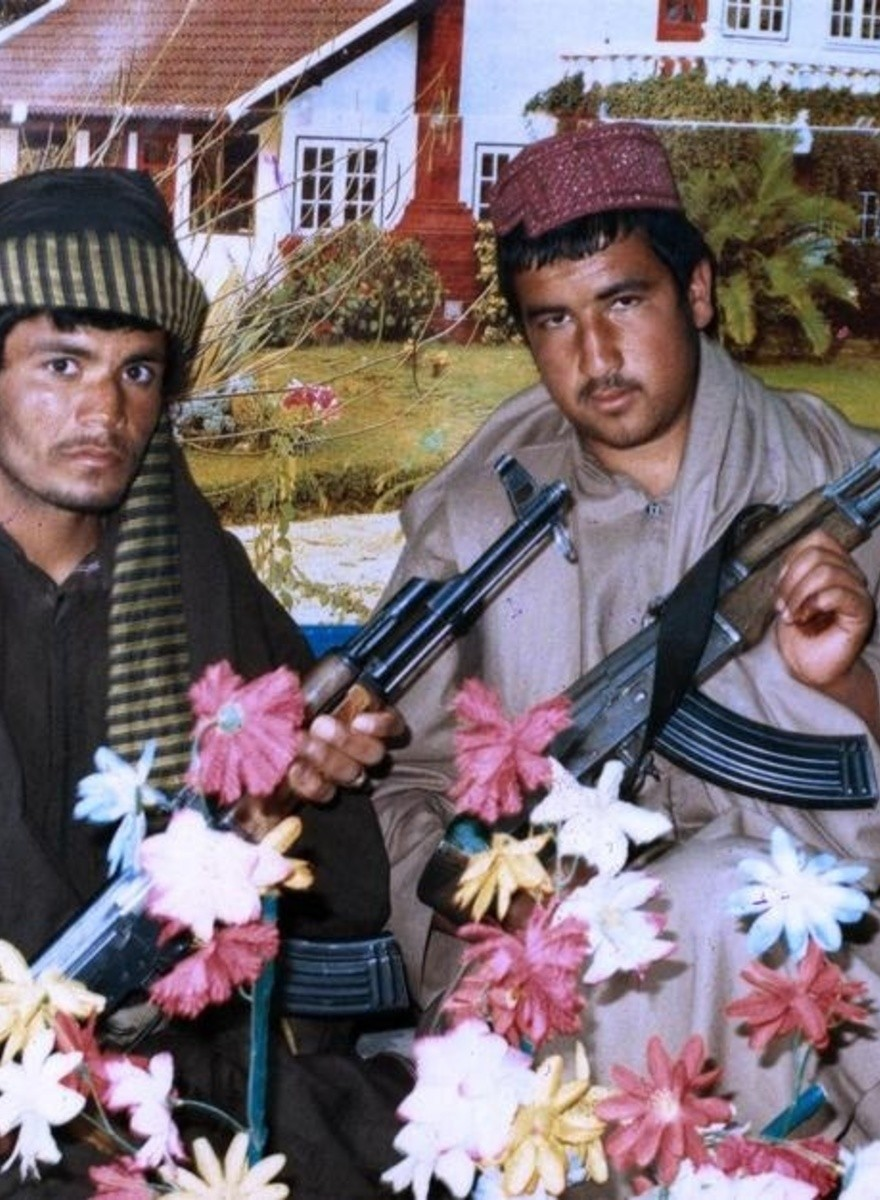Thomas Dworzak tiene fotos de marines tristes y talibanes posando