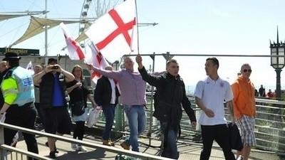 We gingen een middagje rellen met Engelse neonazi's en antifascisten