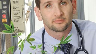 El veterinario que quiere legalizar la marihuana medicinal para perros