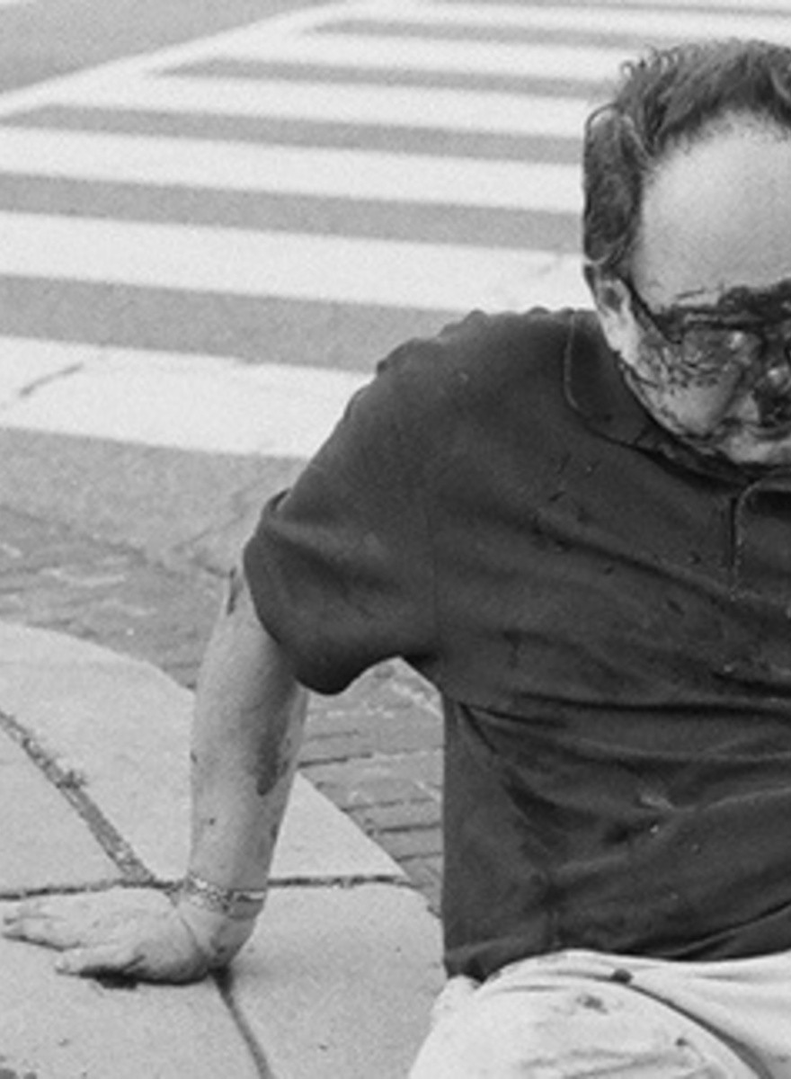 Ryan Florig mezcla fotografías de skate con armas, mota y fuego