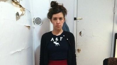 Een vriendin van me draagt als kunstproject een jaar lang Abercrombie & Fitch