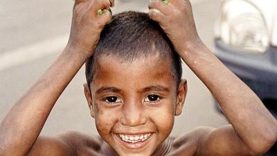 În picioarele goale și cu muci la nas prin India