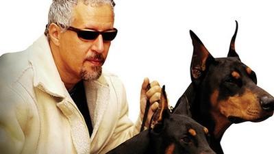 Votre chien a une gueule pourrie? Cet homme peut l'aider