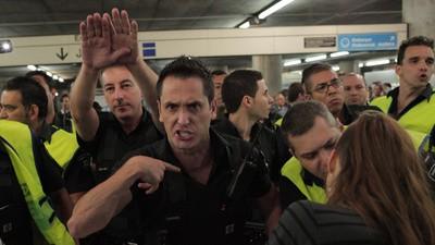 Demonstranten kämpfen in Brasilien gegen die Polizei