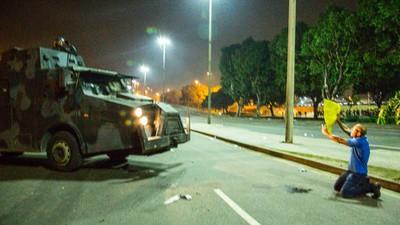 Tropa de Choque, Cavalaria e Caveirão X Manifestantes Nas Ruas do Rio de Janeiro