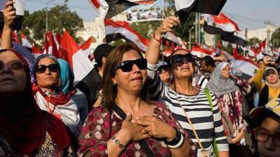 Celebración e inquietud ante la caída de Morsi