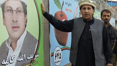 Cruzamos unas palabras con un candidato (joven) a las elecciones afganas