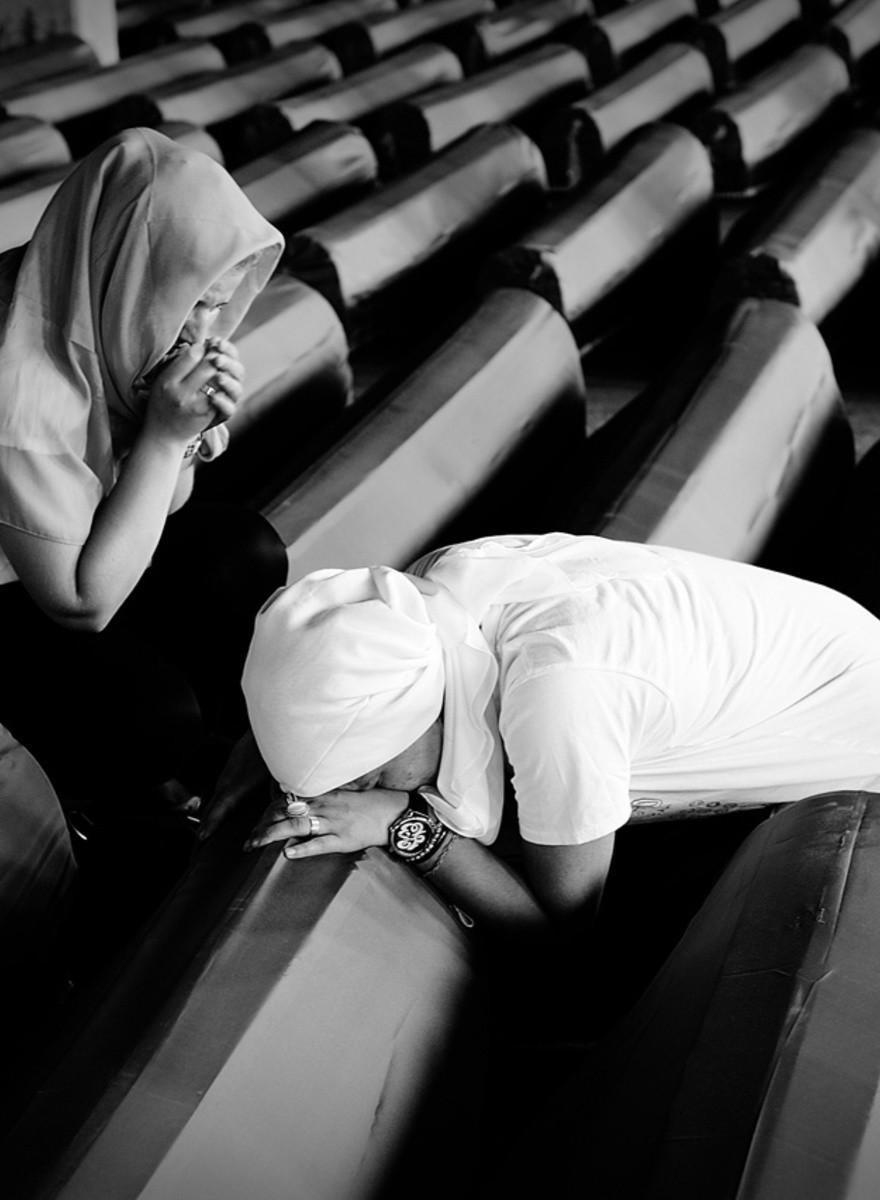 Srebrenica continua a seppellire i suoi morti