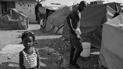 Am discutat cu Giles Clarke despre fotografiile sale din Haiti