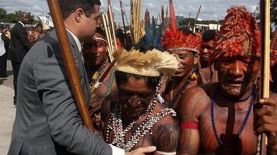 El ejército brasileño y los nativos se enfrentan en el Amazonas