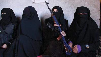 Die Frauen der Freien Syrischen Armee kämpfen mit Waffen für mehr Rechte