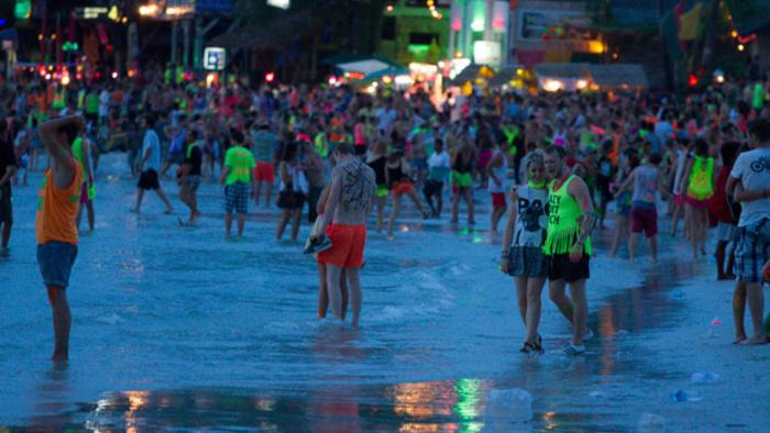 Thailand's Full Moon Parties Have Been Taken Over by YOLO Idiots